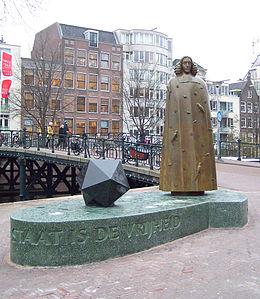 Spinoza_Nicolas_Dings_Zwanenburgwal_Amsterdam